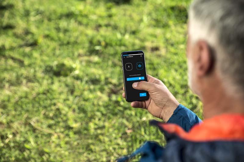 Widex EVOKE app in use outsisde